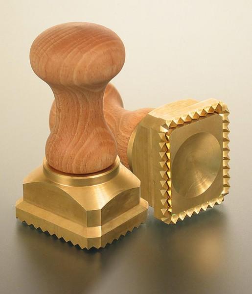 Deli-Vinos Kitchen Accessories - Ausstecher Ravioli Holz/Messing rechteckig mit gezacktem Rand 45x55mm